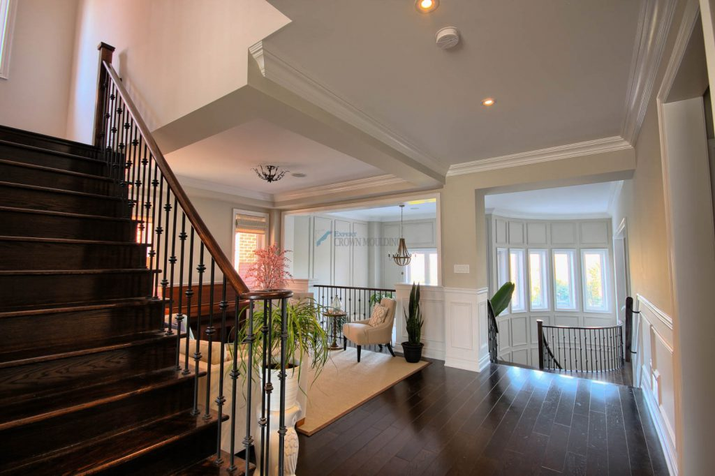 luxury home crown moulding and wainscoting