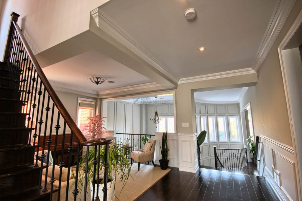 living room ceiling crown moulding