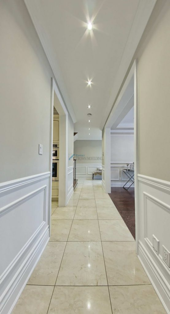 hallway crown moulding with pot lights