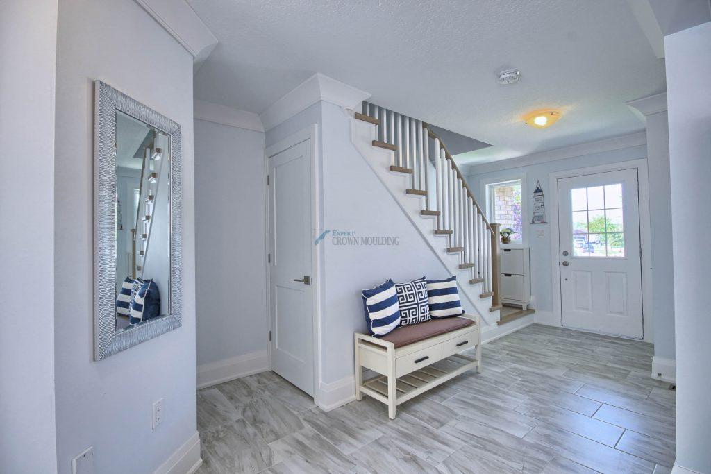 hallway design with crown moulding nd baseboard trim