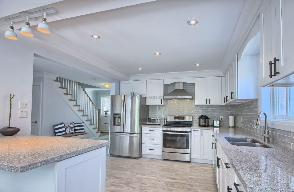 modern kitchen with crown moulding ceiling