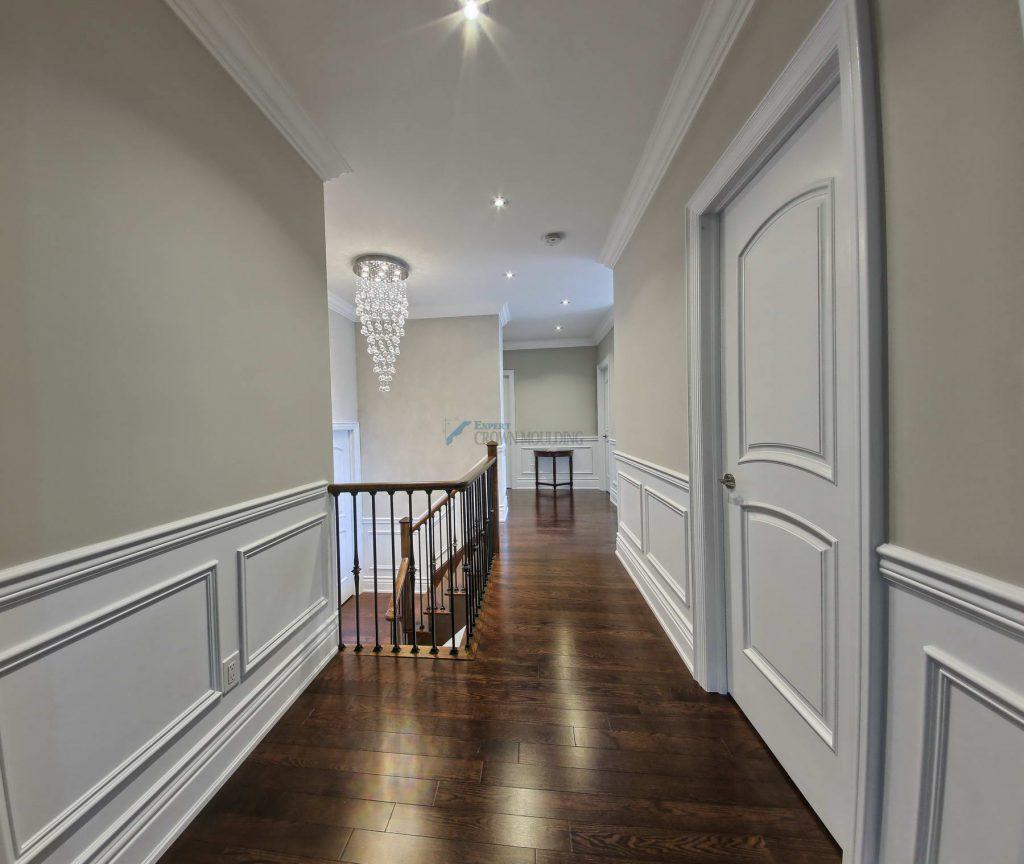 crown-moulding-in a hallway