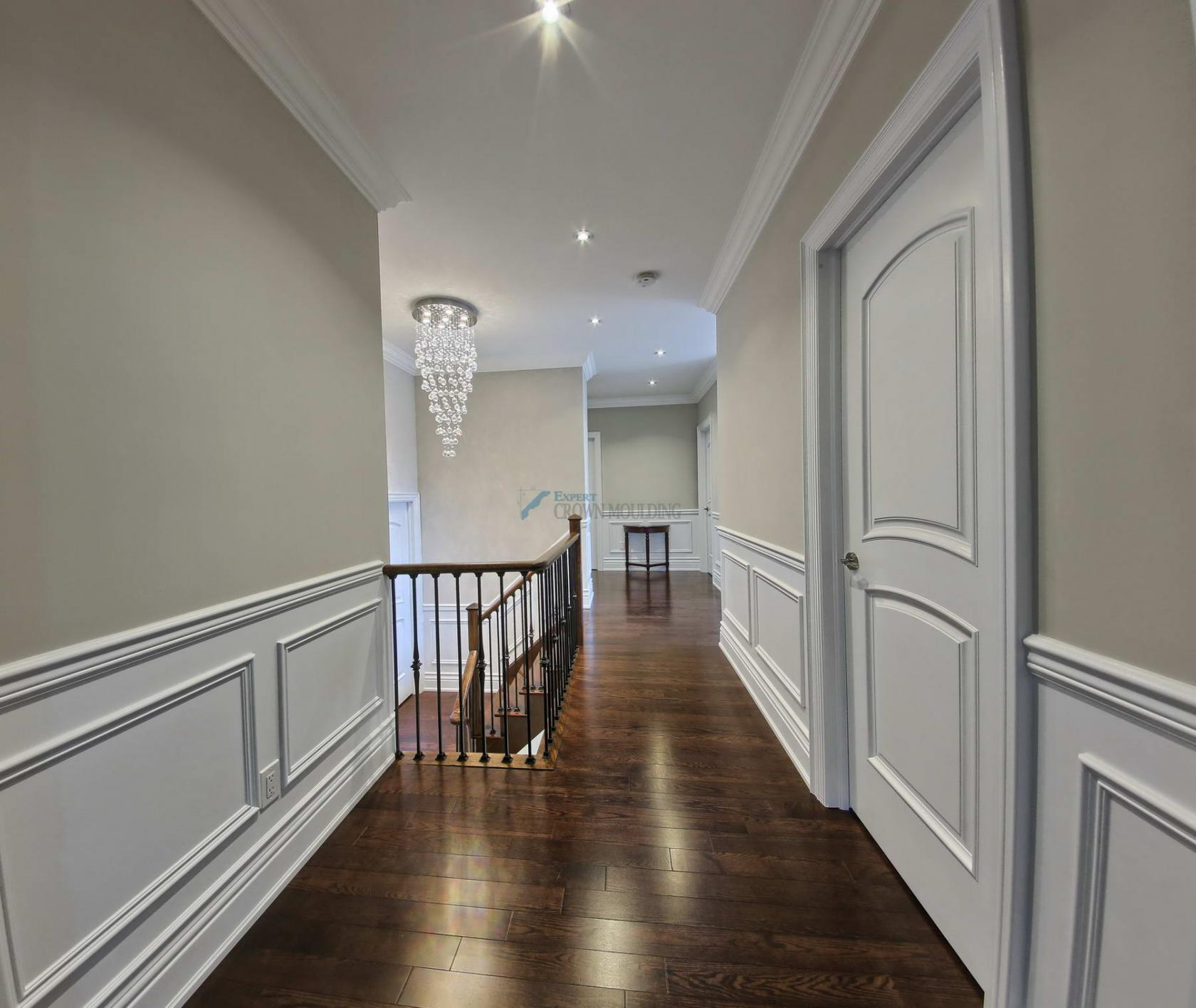 crown-moulding-in a hallway