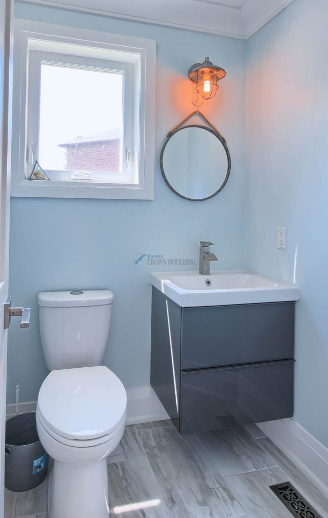 washroom desing with mouldings